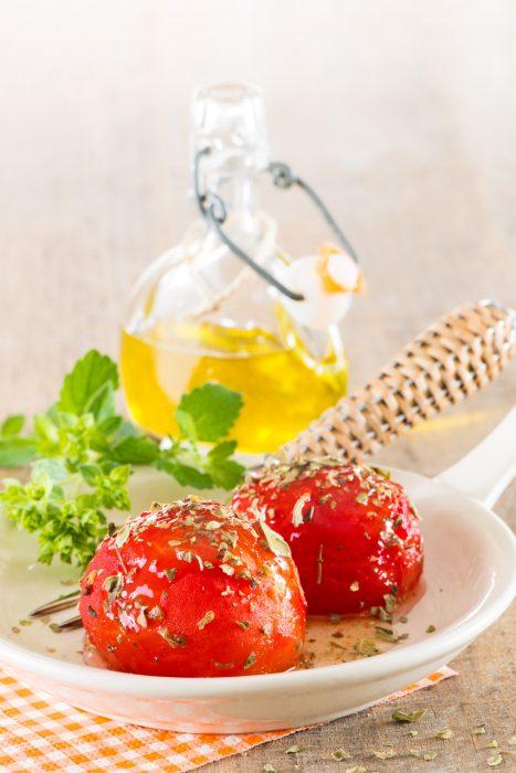 Tomates confitados con azúcar moreno