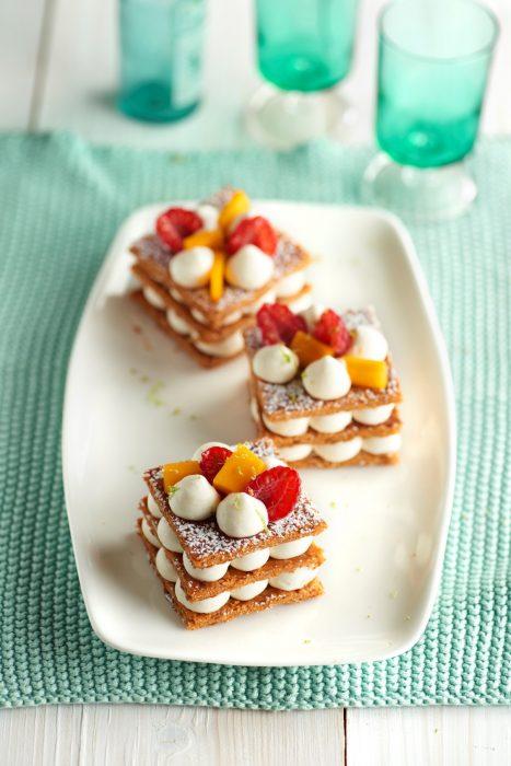 Milhojas de hojaldre con frutas y crema ligera