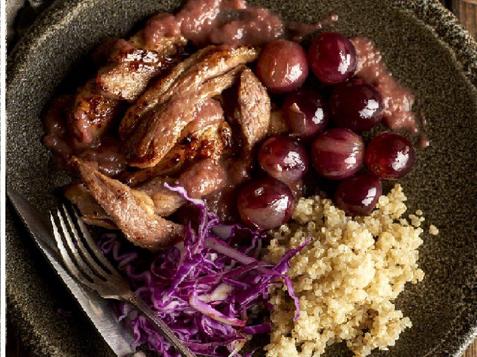 Secreto de cerdo ibérico con reducción de uvas moradas