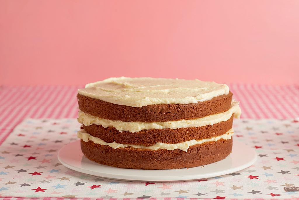 naked-cake-buttercream-chocolate-blanco-rojos-rosas-1