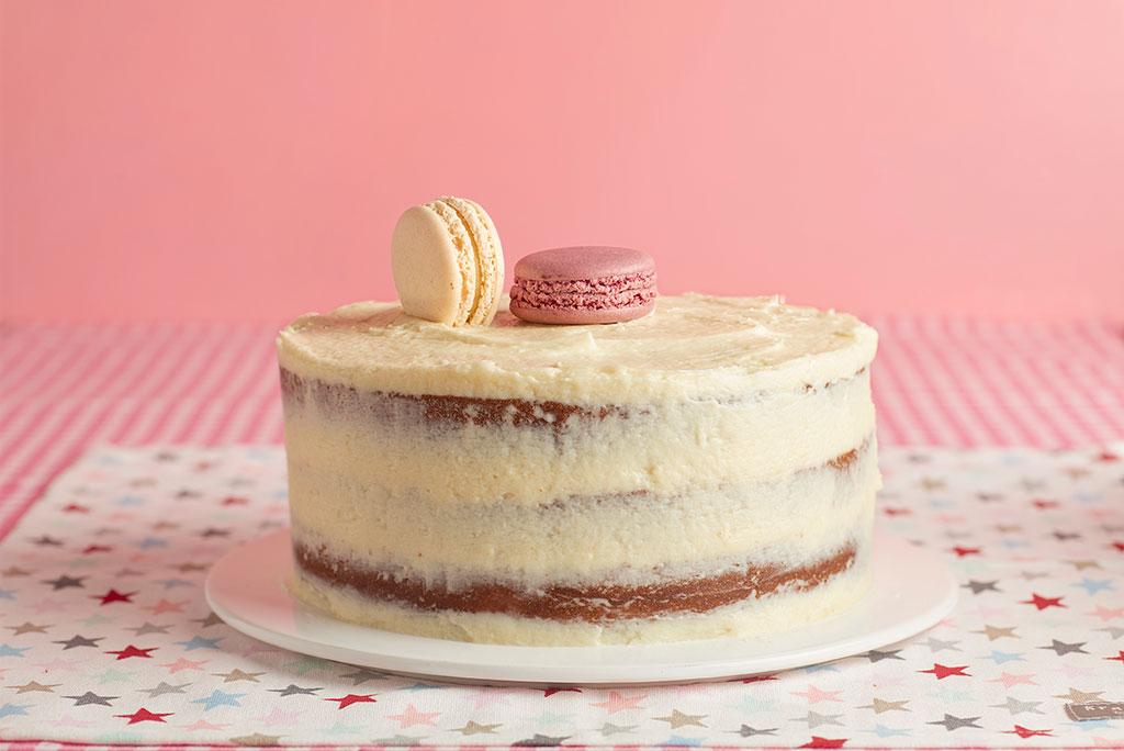 naked-cake-buttercream-chocolate-blanco-rojos-rosas-3