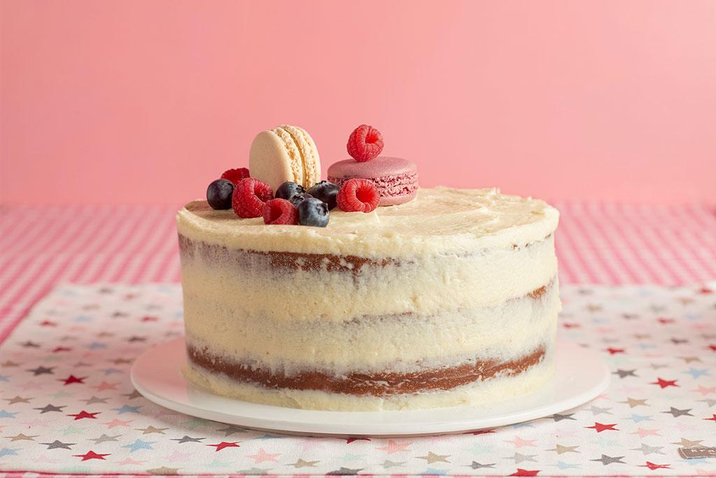 naked-cake-buttercream-chocolate-blanco-rojos-rosas-4