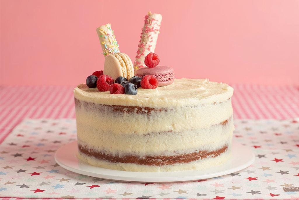 naked-cake-buttercream-chocolate-blanco-rojos-rosas-5